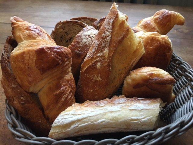 Pain et viennoiserie , petits déjeuners du manoir de la Villeneuve