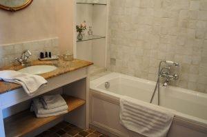 Chambre de Mademoiselle , salle de bain vue baignoire
