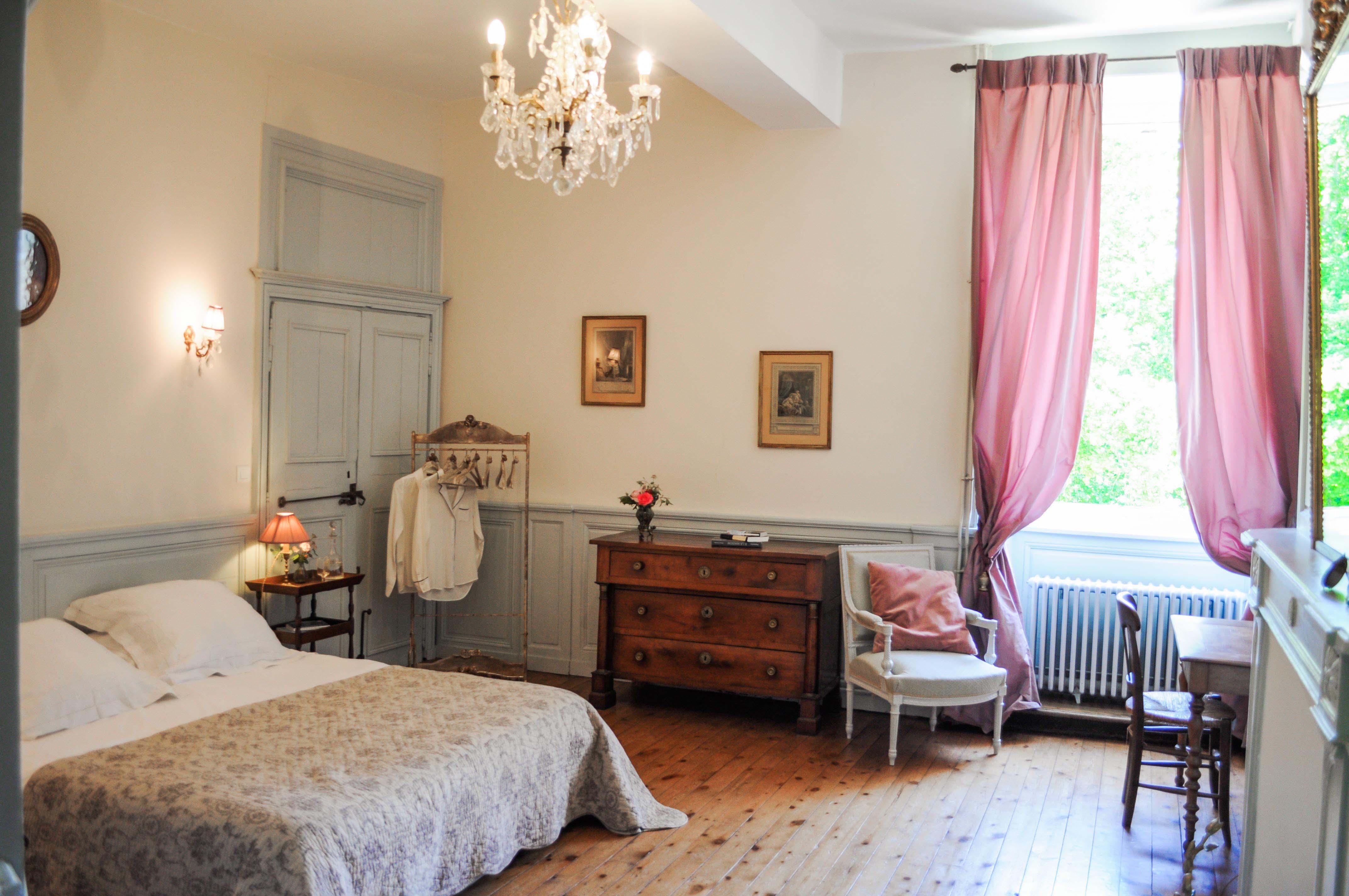 Vue d'ensemble de la chambre de Mademoiselle, chambre double au Manoir de la Villeneuve