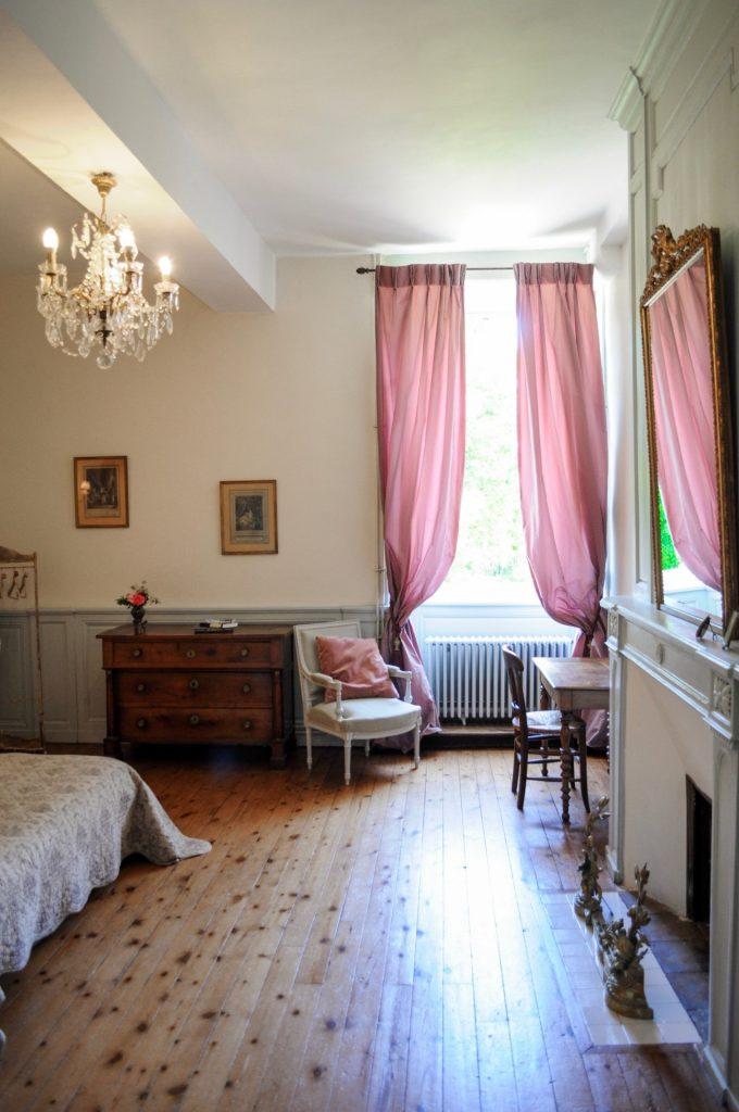 Chambre de mademoiselle vue fenêtre