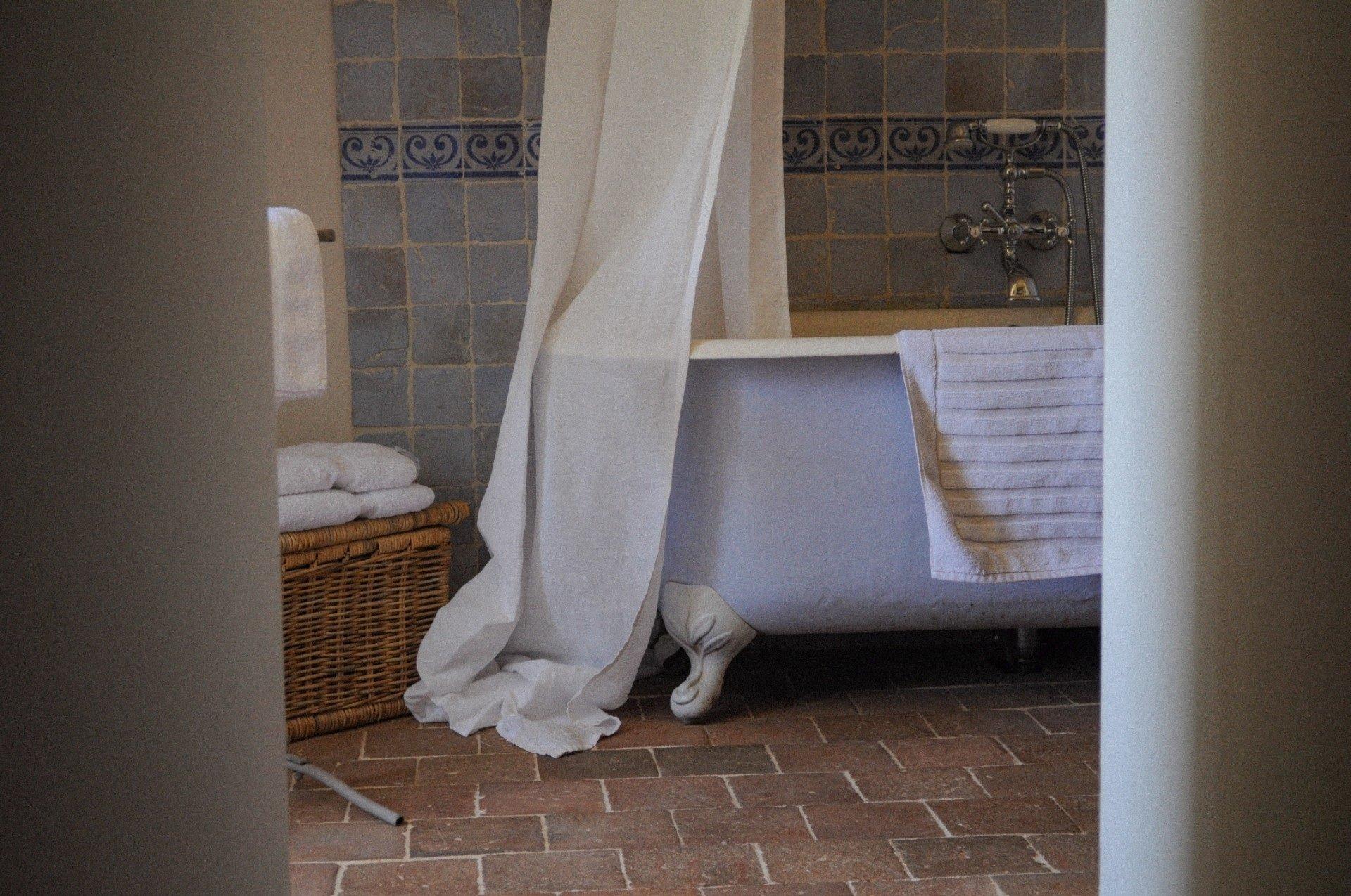 salle de bain Mignonne baignoire ancienne