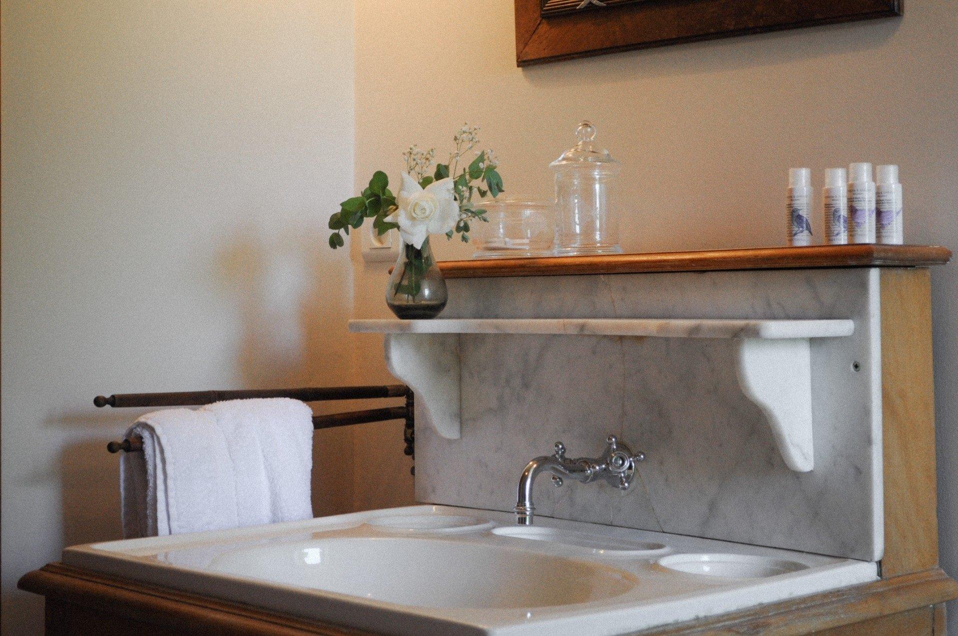 vasque ancienne salle de bain mignonne