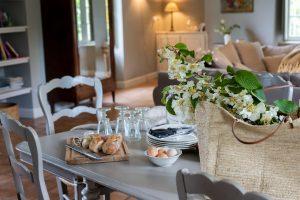 Préparer une belle table pour repas e, famille ou e,tre amis dans notre grand gite