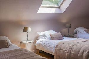 chambre enfants avec 3 lits simples